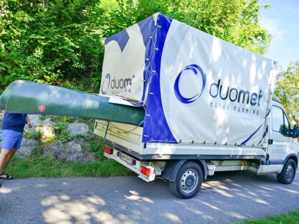 Transport der Kanus mit dem duomet Lieferwagen